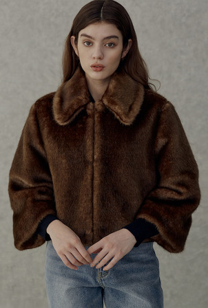 A BIG COLLAR FUR JK_BROWN
