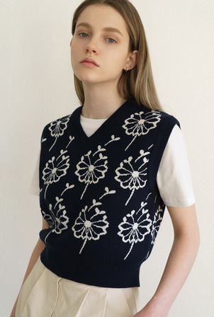 *네이비 예약배송 5/13~5/26* A FLOWER SEED VEST [3colors]